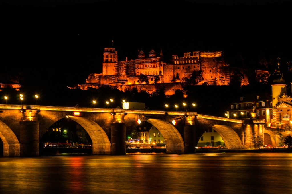 castle-365015_1920